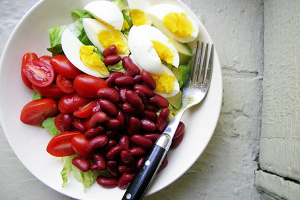 boiled eggs with red beans tomatos - HealthNews24Seven